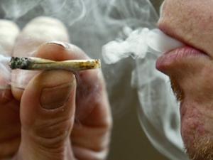 smoking-marijuana-cigarettes